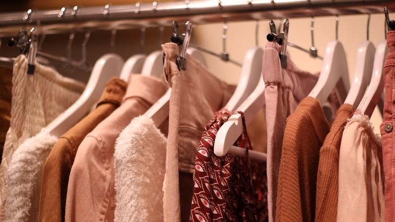 vêtements et objets d'occasion sur Internet